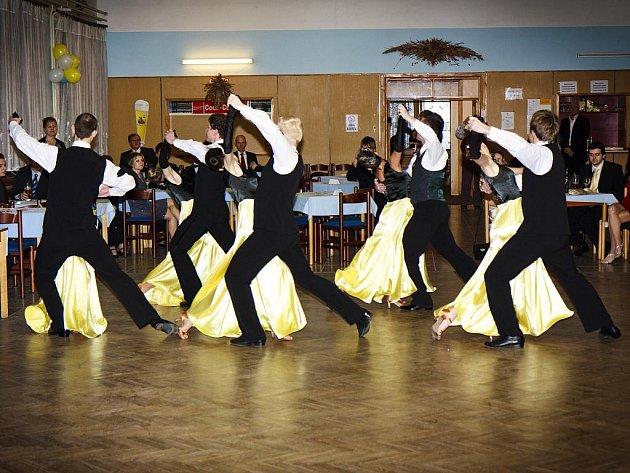 Cílem znojemské taneční skupiny Single je zpříjemnit čas mladým lidem a prohloubit jejich zájem o klasický tanec.