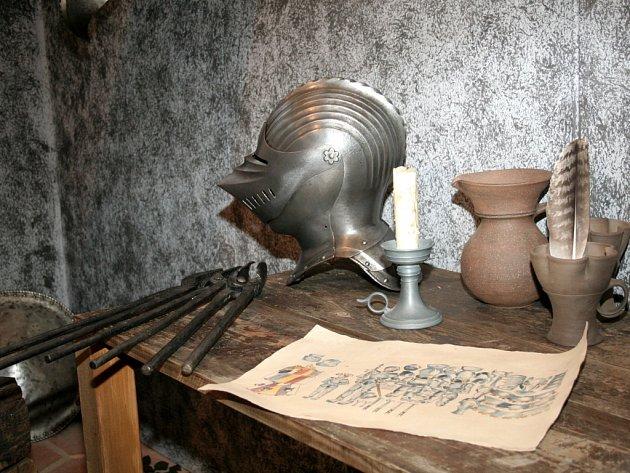 Výstava brnění na bítovském hradě.