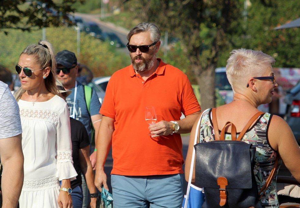 Tisíce turistů uvítaly náhradu za zrušené Znojemské historické vinobraní.
