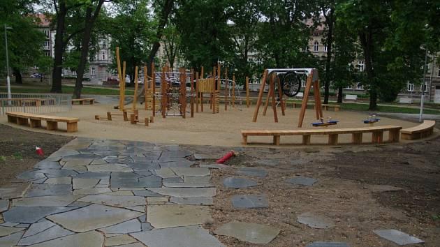 Nové prvky v opravovaném Dolním parku.