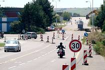 Více než půl roku po vstupu České republiky do Schengenského prostoru začala  mizet celnice v Hatích