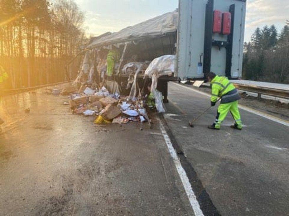 Dubnová nehoda kamionu na dálnici D1.