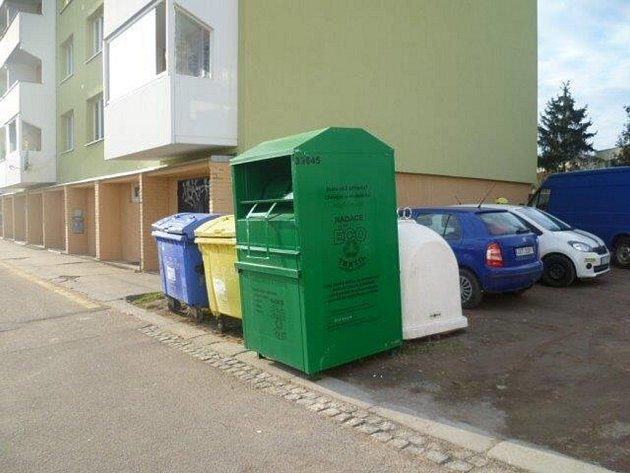 Falešné kontejnery na textil ve Znojmě.