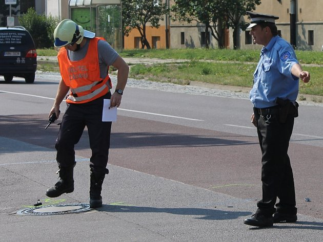 Na křižovatce ulic Pražská a Legionářská ve Znojmě se v pátek dopoledne srazilo osobní auto s motocyklem. Při nehodě se zranili dva lidé.
