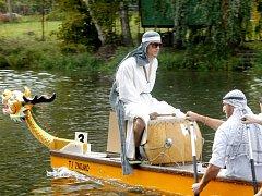 Neoficiální amatérské mistrovství světa na Festivalu dračích lodí ve Znojmě.