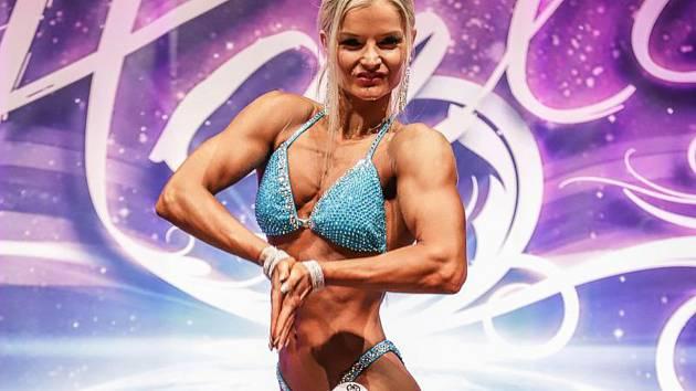 Cvičitelka Petra Lacinová vyhrála závody v Opavě (v modrých plavkách).