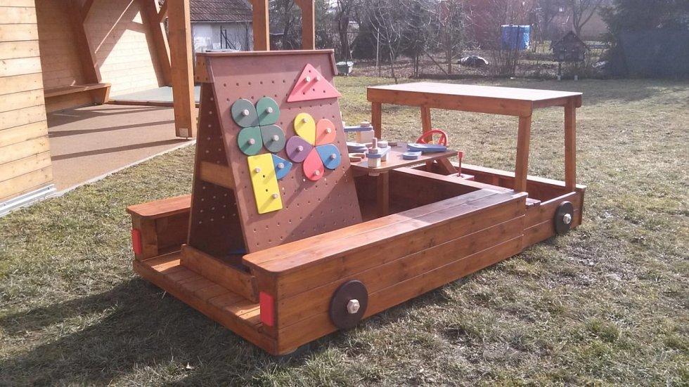 Dřevěná dětská autíčka, Brno.