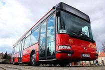 Městský nízkopodlažní autobus.