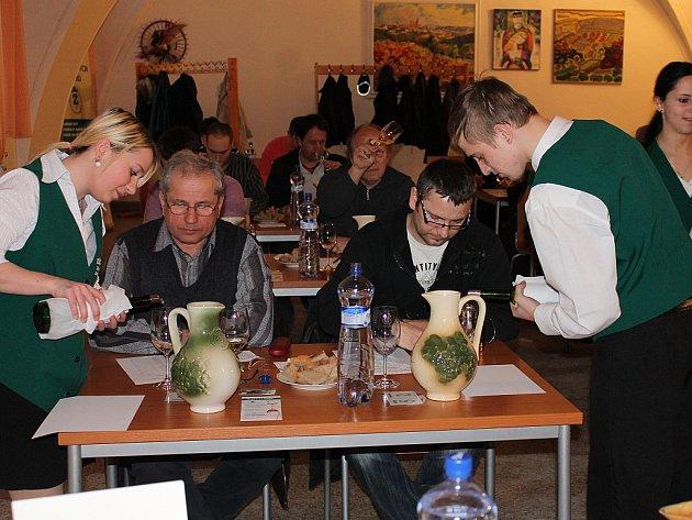 Degustátoři hodnotili přes šest set vzorků na největší regionální výstavu – Znojemský košt.