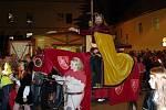 Již druhý den žije Znojmo Vinobraním. V pátek večer a sobotu odpoledne zaplnily davy lidí centrum města, aby pozdravily krále Jana Lucemburského s chotí Eliškou Přemyslovnou. Historický průvod tvořily stovky lidí a pětatřicet koní.