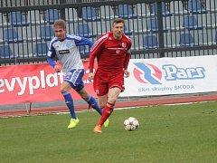 Fotbalisté Znojma (v modro-bílém) porazili na domácím hřišti Třinec 2:0.
