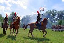 Dvě stě čtyřicet příznivců vojenské historie předvedlo v sobotu stovkám návštěvníků bojové scény u příležitosti výročí bitvy napoleonských vojsk a rakouské armády u Znojma v roce 1809.