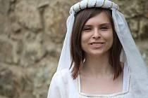 Monika Mažárová v roli Bílé paní na hradě Cornštejně.