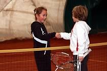 Do přetlakové haly v Horní Lesce si našli cestu i nejmladší tenisté.