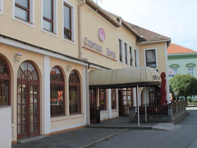 Hotel na náměstí v Hrušovanech nad Jevišovkou. Ilustrační foto.
