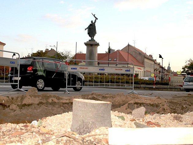 Po říjnovém vykácení sakur na Mariánském náměstí