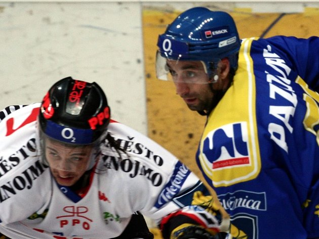 David Pazourek (v modrém dresu)