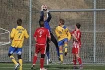 Divizní mužstvo Tasovic sehrálo v sobotu odpoledne na umělé trávě v Hrušovanech nad Jevišovkou přípravný zápas proti Velkým Pavlovicím. Soupeře hrajícího 1.A třídu tasovičtí fotbalisté jasně přehráli a zvítězili 4:0.