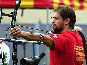 Trenér a lukostřelec Martin Zahradník zároveň vede znojemský lukostřelecký klub.