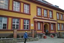 Starší budova školy, které se opravy netýkají, bude ovšem také uzavřena.