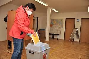 Volby do Poslanecké sněmovny Parlamentu spojili v Jezeřanech-Maršovicích s referendem o stavbě hasičské zbrojnice v areálu školy. Důvodem byla petice obyvatel.