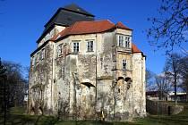 Chátrající miroslavský zámek se letos dočká rekonstrukce.