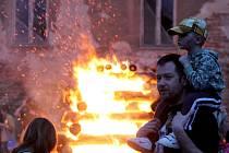 Tradiční pálení čarodějnic se letos ve Znojmě odehraje opět pod Vlkovou věží.