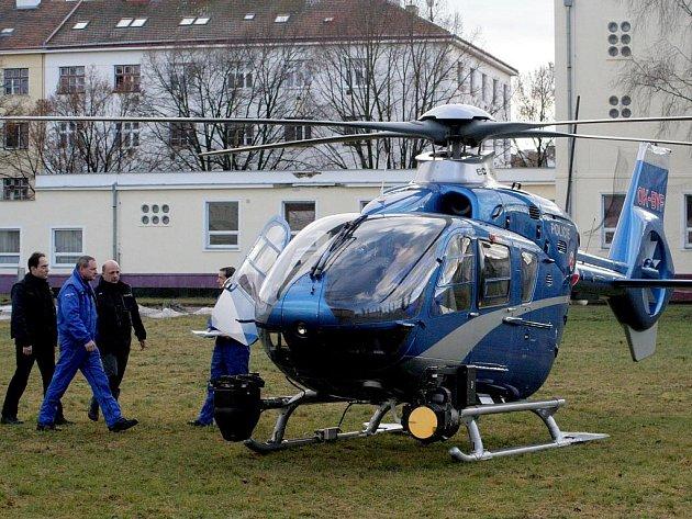 Ve středu 12.1. pokračovalo pátrání po pohřešovaném Markovi Hoškovi. Policie použila i vrtulník.