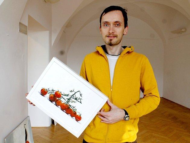 Mladý znojemský výtvarník představuje průřez svojí desetiletou tvorbou ve znojemském Domě umění.