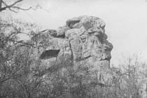 Fantazii Znojemáků vždy jitřil pohled na Obří hlavu. Z místa, které je dnes zatopené znojemskou přehradou, vypadal tento skalní útvar jako živý obličej.