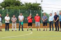 Fotbalový oddíl TJ Sokol Skalice oslavil poslední srpnovou sobotu dvacet let od založení. Oceněni byli současní i bývalí činovníci klubu.