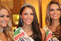 Novou rakouskou miss se v sobotu večer v Hatích na Znojemsku stala Anna Hammel. Korunku první vicemiss získala Konstanze Heis ( vlevo), třetí skončila Dejana Varadin (vpravo).