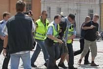 Předvolební mítink Dělnické strany hlídají stovky policistů.
