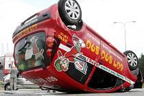 Nehoda dvou osobních aut v Hradecké ulici v Brně.
