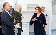 Slavnostního otevření zrekonstruovaného polyfunknčího domu a stomatologické kliniky AK dent v Miroslavi se ve čtvrtek 16. 11. 2017 zúčastnily desítky hostů z České republiky i z Rakouska.