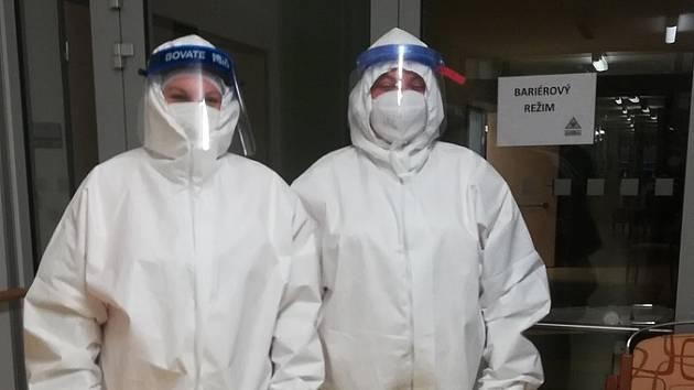 Pro boj s koronavirem. Znojemská firma vyvinula ochranné obleky, dají se prát