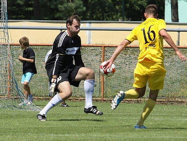 Fotbalisté Znojma si připsali na své konto další výhru v letní přípravě. Tentokrát se jim podařilo vyzrát na třetiligový Uničov. Po brankách Mičky a Vašíčka vyhráli 2:1.