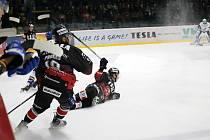 Hokejisté Znojma (v černém) uvítali doma v rámci 9. kola mezinárodní soutěže ICEHL tým rakouského Villachu.