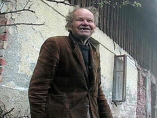 Živý obraz lepšího světa režiséra a scénáristy Mariana Poláka vypráví o tajemném muži, žijícím více než čtyřicet let na samotě v zapomenutém koutě Orlických hor.