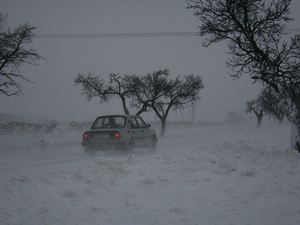 Sníh komplikuje dopravu na Znojemsku. Ilustrační foto.