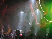 SEPTEMBER V INFERNU. Klub Total Inferno, sídlící v bývalém pivovaru při výjezdu na Slatiňany, zažil v pátek 15. května dosavadní vrchol své dvouapůlleté historie. Na živo zde totiž zazpívala 25letá švédská zpěvačka vystupující pod jménem September.
