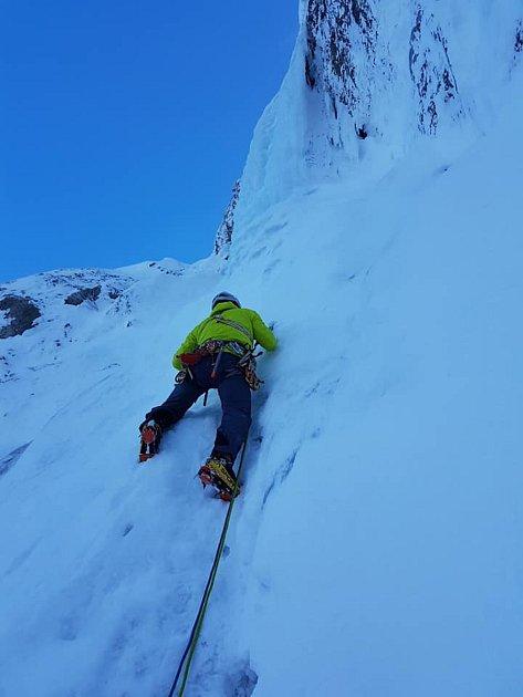 Jan Bourek při lezení na ledu a sněhu.