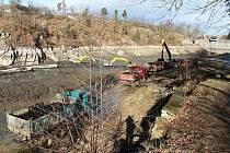 Jevišovickou přehradu čeká poslední týden těžebních prací.