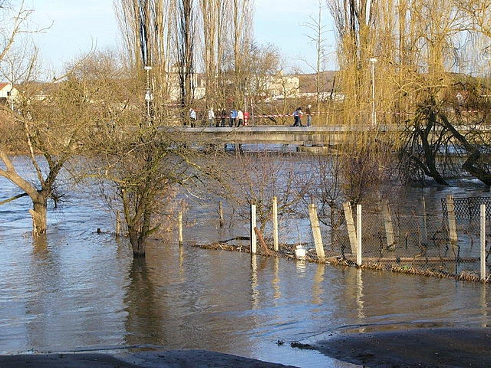 Sedlešovický most při povodních 2006.