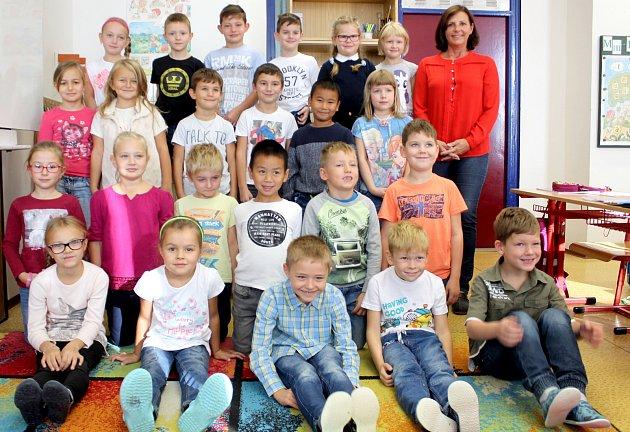 Žáci 1.B třídy ze ZŠ Dr. Mareše ve Znojmě spaní učitelkou Lenkou Sigmundovou.