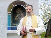 Otec Marian J. Husek.