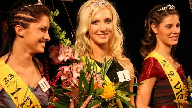 Miss Sympatie a Miss Znojmo Martina Bernatíková (uprostřed)