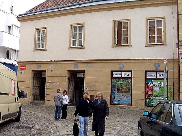 Potraviny Intral na Horním náměstí ve Znojmě.