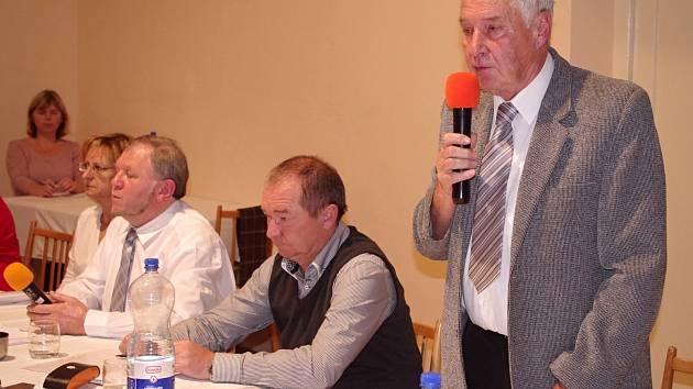 Zastupitelé Miroslavi rozhodli o změně ve vedení radnice. Starostou je Augustin Forman namísto Romana Volfa.