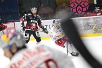 Hokejisté Znojma (v černém) hostili ve 13. kole mezinárodní soutěže ICEHL celek Salcburku.